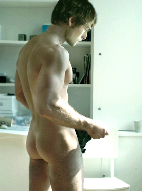 Douglas Booth Nude