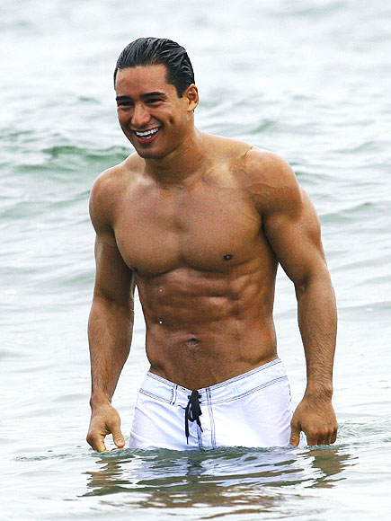 Mario Lopez exposes his muscle body - Naked Male celebrities